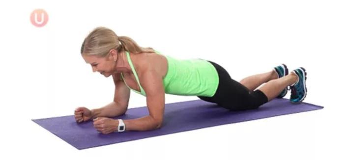 درمان کمردرد با حرکت تخته بازو روی زانو